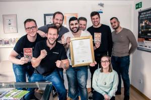 Das Team freut sich über die Auszeichnung